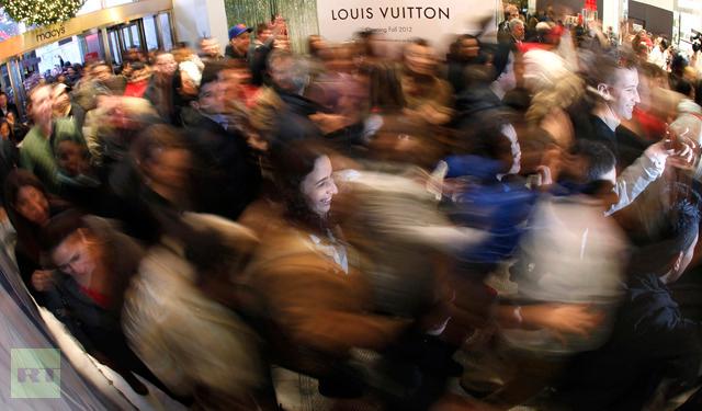 Customers-rush-store-day